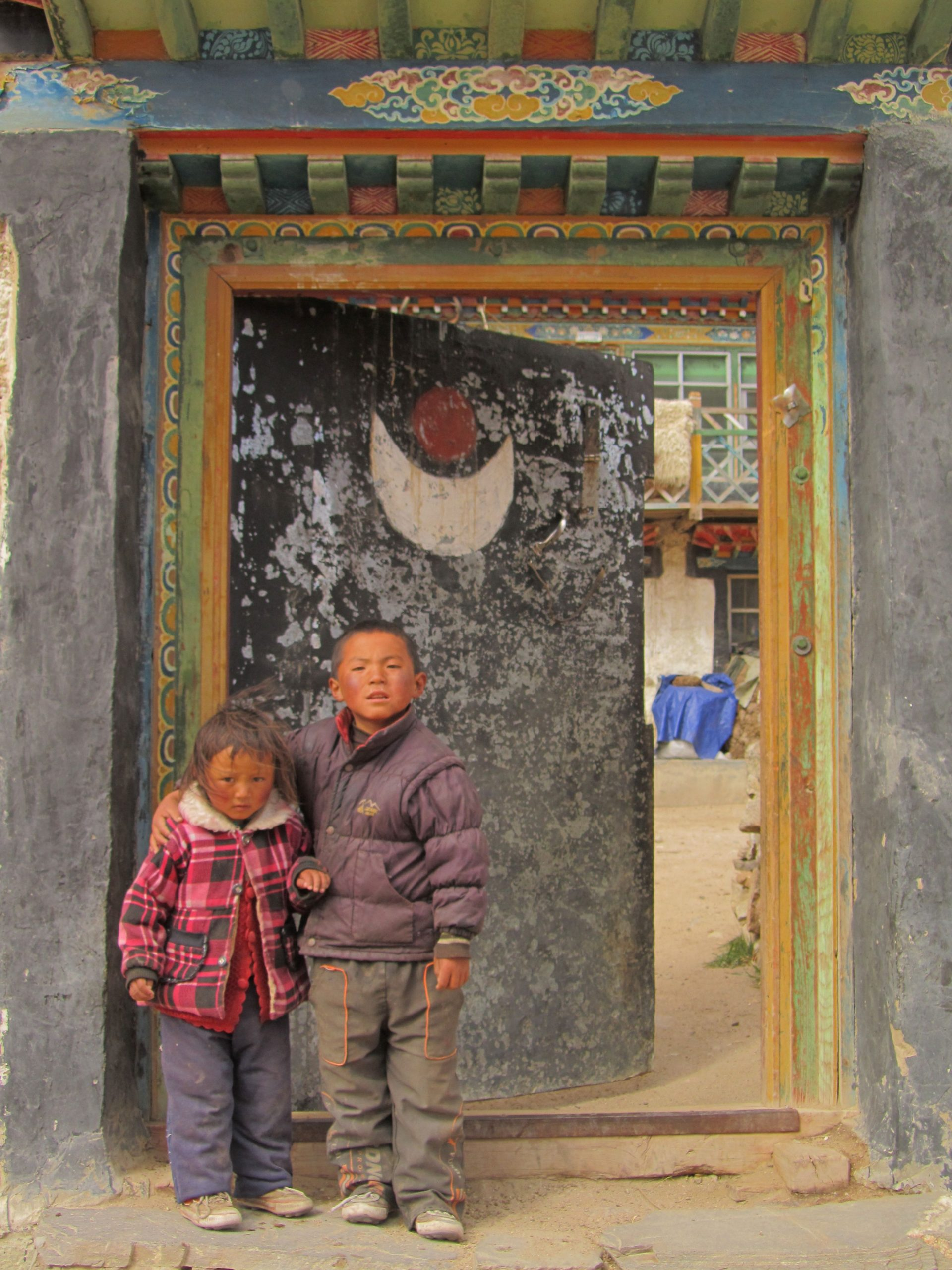 Village compound doorway near Tingri, Tsang