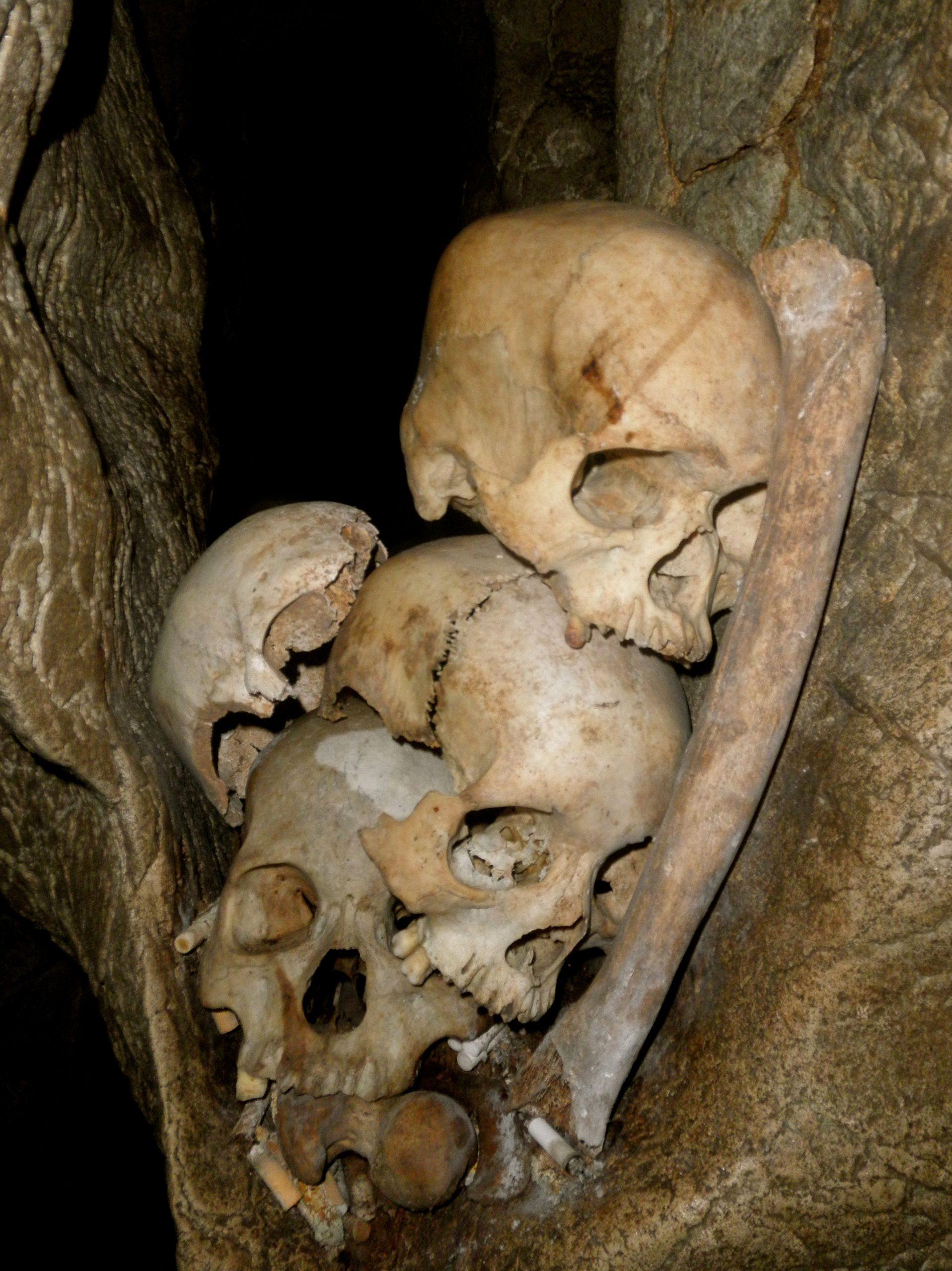Tana Toaraja tomb