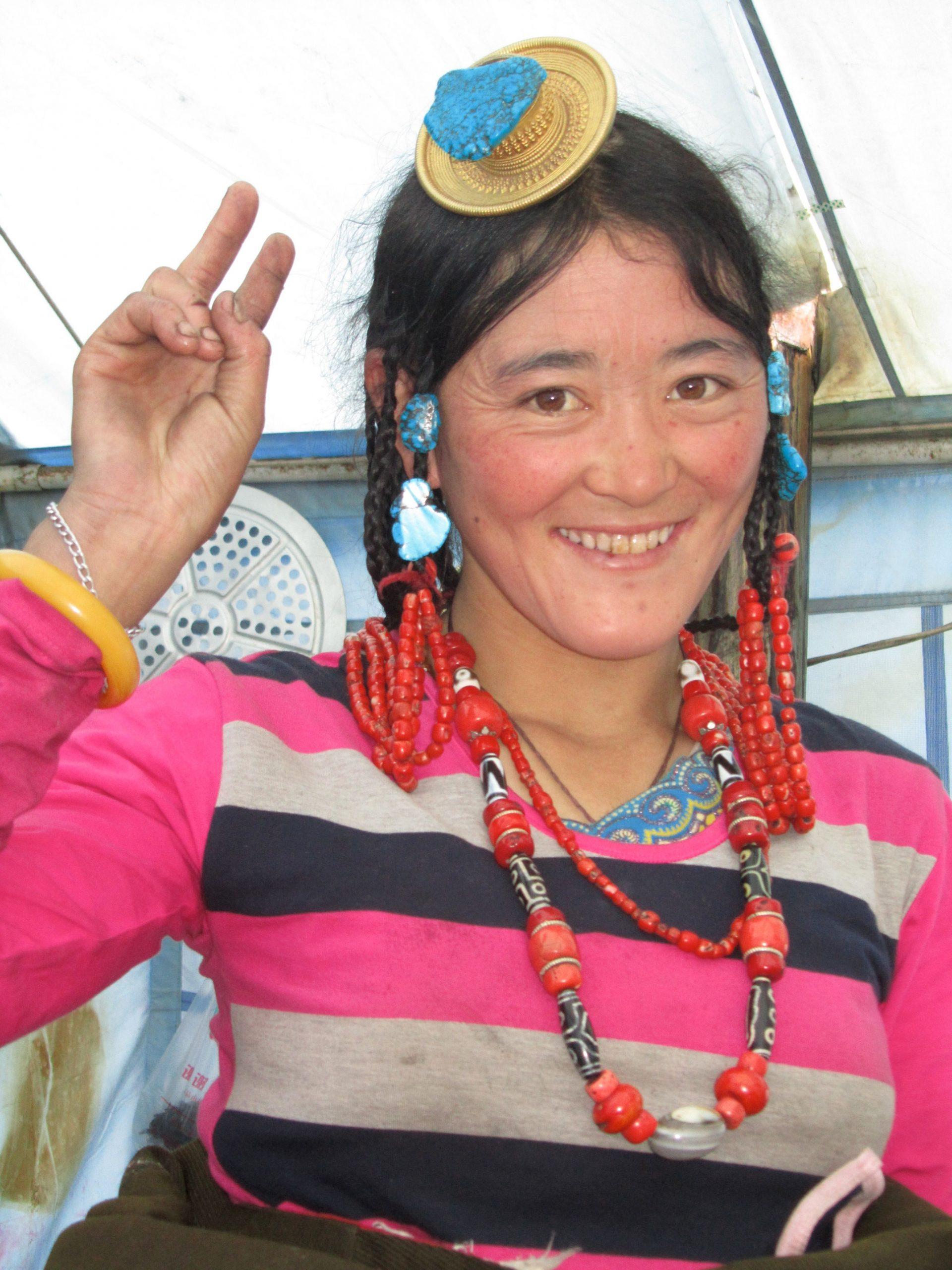 Waitress, Zhongian gathering, Kham